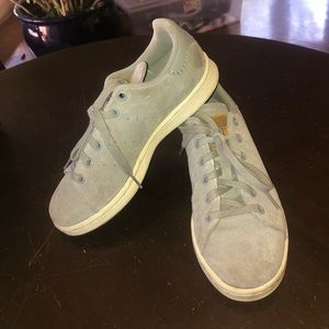 🏀🏀EXCELLENT PREOWNED BOYS SUEDE ADIDAS SHOES🏀
